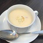Spis for 100 kr . Suppe på huset .