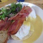 Brunch (eggs benedict)
