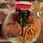 Burger mozza buffala, légumes grillés, frites maisons, colleslaw et ketchup maison