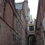 Salida de la Plaza de Burg a la zona de canales de Brujas