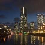 横浜市みなとみらい21、夜景はとても綺麗です。私は一人旅で健康ランドにあるカプセルホテルに泊まりましたがこの街はでちらかというとカップル達の街ですね。