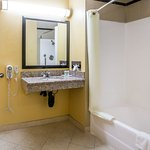 Quality Inn & Suites Bell Gardens Foto