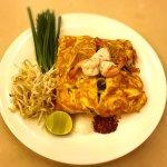 Padthai stuffing ผัดไทยห่อไข่