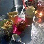 café gourmand, crème légère pistaches, financier chocolat blanc, compotée d'abricots ?