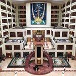 nice big atrium and foyer