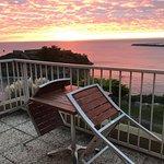 Lever de soleil depuis une chambre terrasse vue mer hôtel ker moor préférence