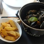 moules in curried sauce