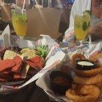 Pelican's Bar & Grill Foto