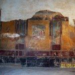 Pompeii Ruins Photo # 6: wall decoration inside room