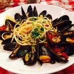 Vermicelli con Cozze - Vermicelli with mussels served in a white wine or red sauce