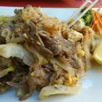 Appetizers and pad thai beef noodles