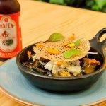 Cazuela de portobello, papa criolla y morcilla-achorizado