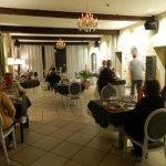 La spacieuse salle à manger soigneusement restaurée dans le style