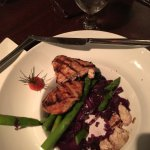 Chicken with asparagus and red cabbage