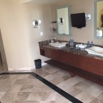 Imperial Suite / Presidential Suite (Room 8040) - Bathroom