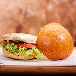 Chicken California - Um dos suculentos e deliciosos Hambúrgueres Artesanais do Americano