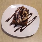 ¿Algo dulce? ¿Qué tal un brownie con gelato artesanal?