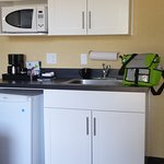 Lakeshore Inn - kitchenette