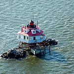 this is thomas point light house. it's located just north east of south river. great fishing spo