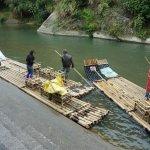 2艘の筏を繋いで6人乗りにしてました