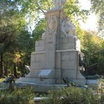 monumento que adorna el parque 1