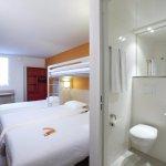Chambre et une partie de la Salle de bains