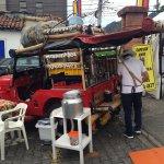Puesto de café colombiano en el mercado