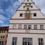 edificio en la plaza (no recuerdo el nombre)