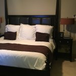 King size bed (1br suite)