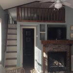 One bedroom cottage/dual-sided fireplace