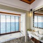 Photo de Sheraton Maldives Full Moon Resort & Spa