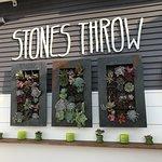 Foto van Stones Throw