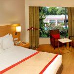 NEWLY RENOVATED MODERN-CONTEMPORARY ROOMS