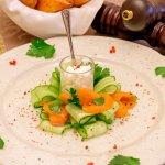 Салат с лососем с/с