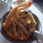 Pulpo y verduras en tempura sobre mahonesa de pimentón