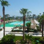 Ausbliock von der Mahara Lounge auf Pool + Strand