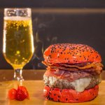 """New York - Um dos suculentos e deliciosos Hambúrgueres Artesanais do Americano"""