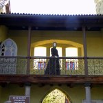 Sisi grüßt vom Balkon.