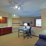 Photo de Country Inn & Suites By Carlson, Milwaukee West (Brookfield)