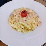 PLat : Tagliatel au saumon + petite tomate ^^