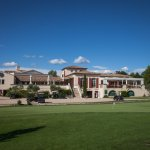 Vue sur le Club House : Proshop & Restaurant