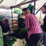Täglicher Einkauf von frischen Zutaten auf dem Türkischen Markt /Kreuzberg