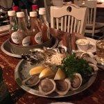 5種類のソースと生牡蠣。
