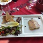 Un régal !!! Foie gras en entrée, plancha de poisson en plat pour moi, tournedos de ris de veau