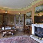 Melford Hall resmi