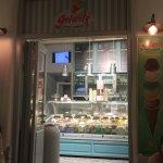 Exquisitos no dejen de pasar a disfrutar un helado artesanal en este lugar los sabores son inigu