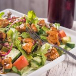 Salada de frango com molho de pimenta