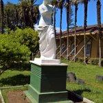 Venus de Milo, jardines y el museo apuntalado tras los daños