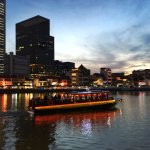 Take an evening stroll along Singapore River