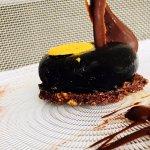 Bombón XXL de chocolate negro y maracuya